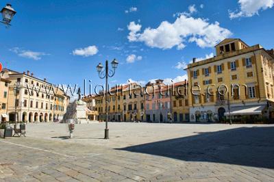 Piazza Matteotti, Sarzana